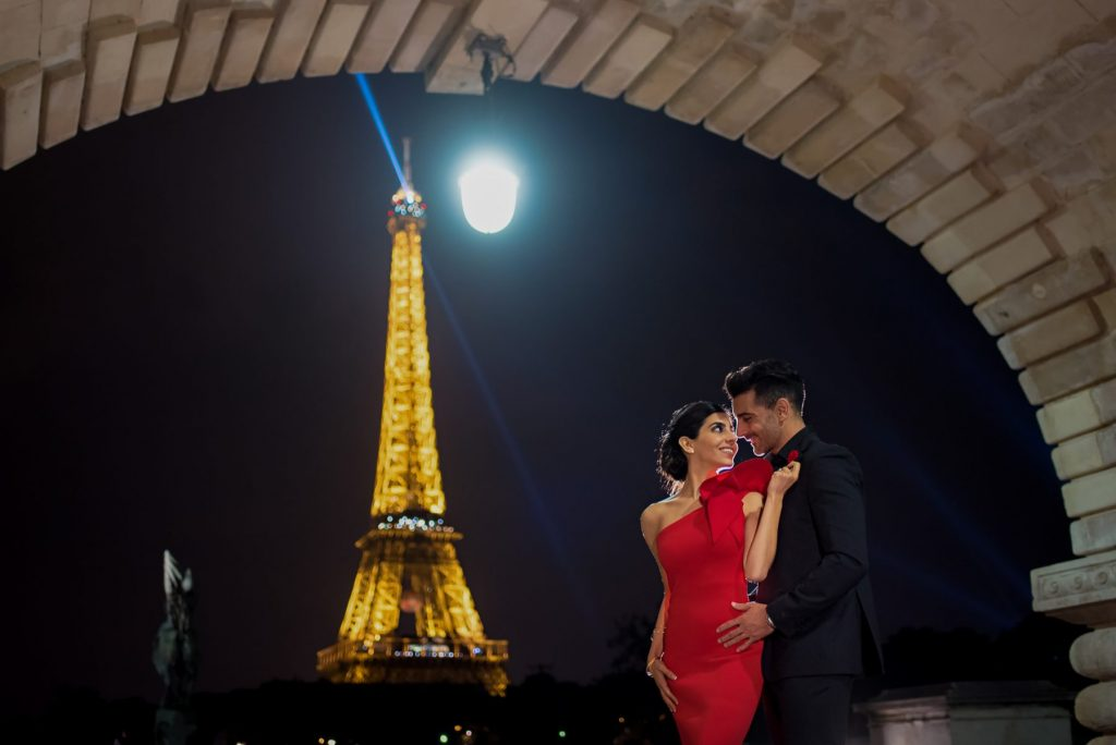 Elegant Paris Engagement Photos Evening photo session at the Bir Hakeim Bridge