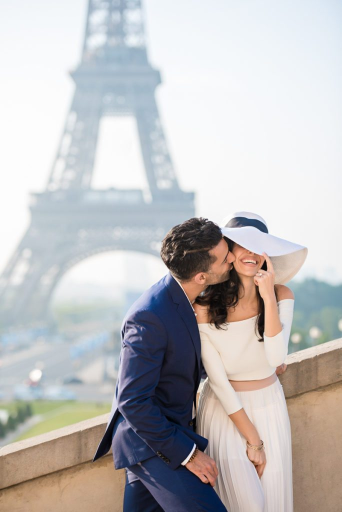 Paris pre-wedding photos at the Eiffel Tower at sunrise