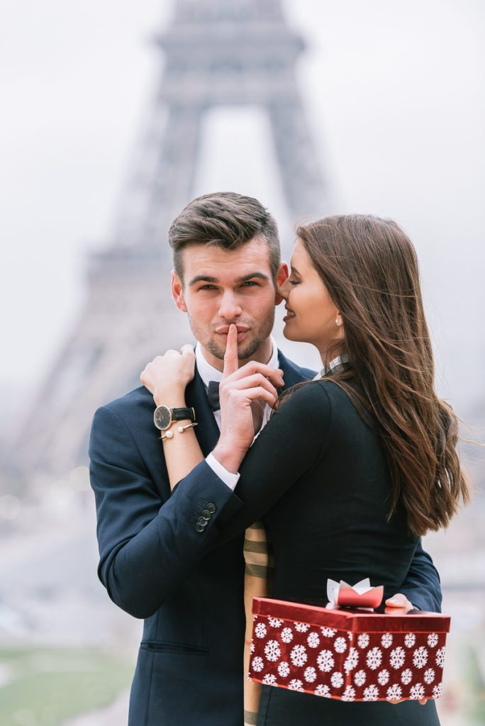 Paris proposal at the Eiffel Tower at sunrise