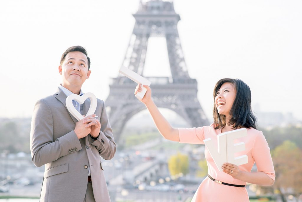 Prop ideas for your Paris engagement photos at the Eiffel Tower