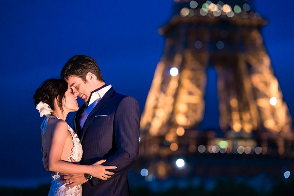 Romantic Paris wedding photos during the Blue Hour near the Eiffel Tower