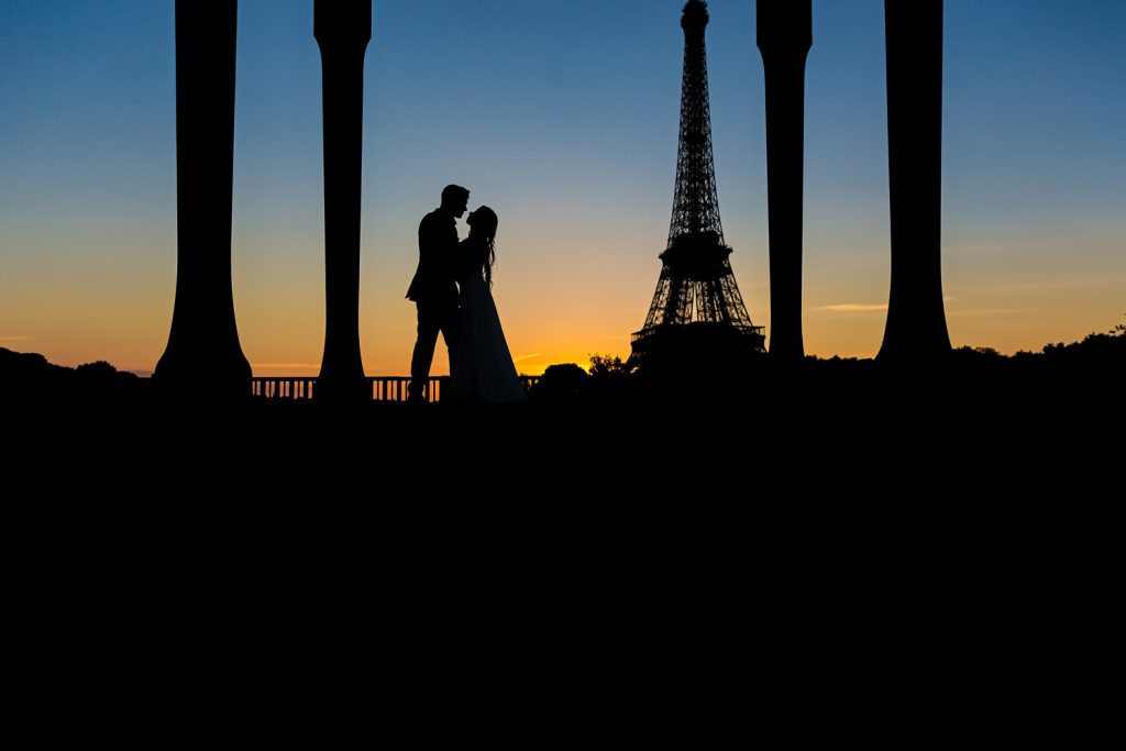 Paris pre-wedding photos at the Bir Hakeim Bridge